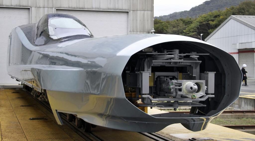 長い「鼻」の新幹線公開 JR東日本、試験車両